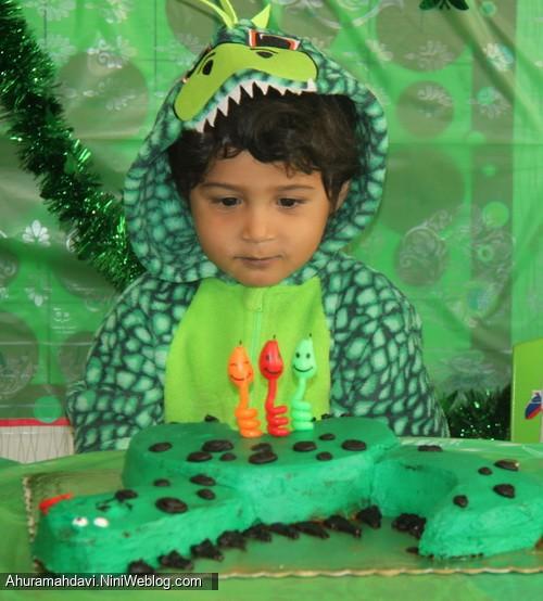تولد دایناسور سبز من