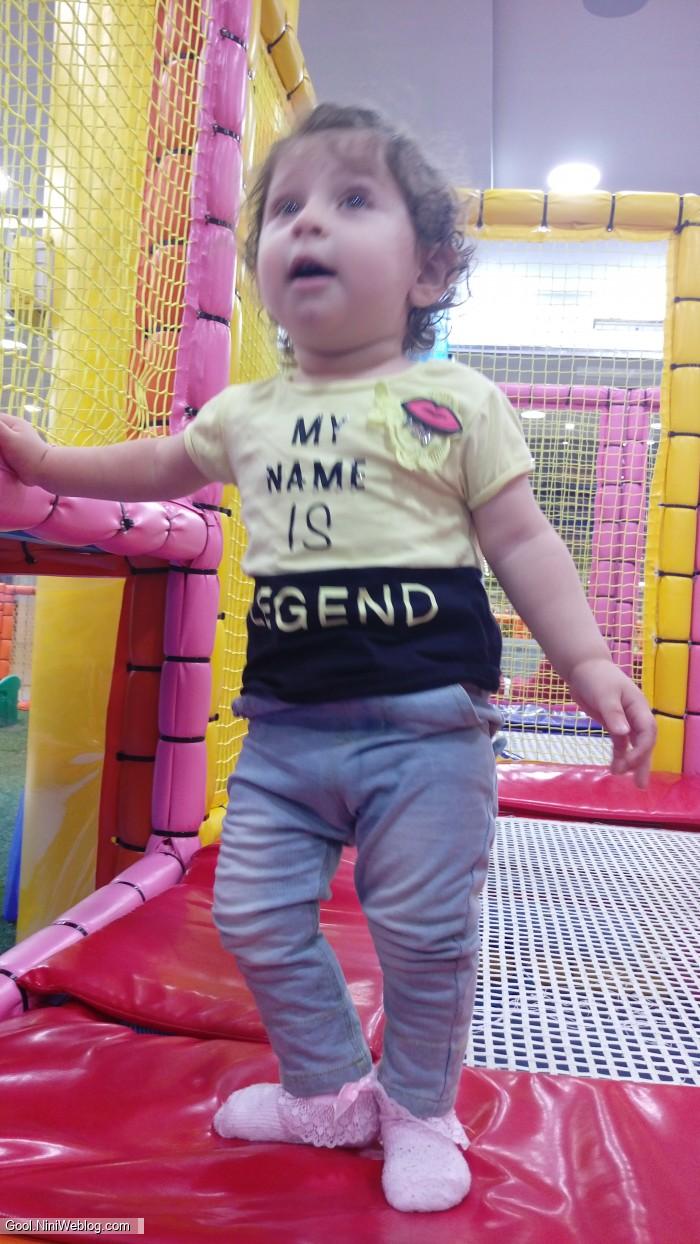 وانیا در پارک بازی ونوس اولین بار