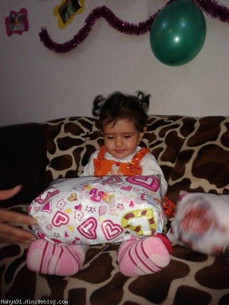 محیا و کادو یک سالگی