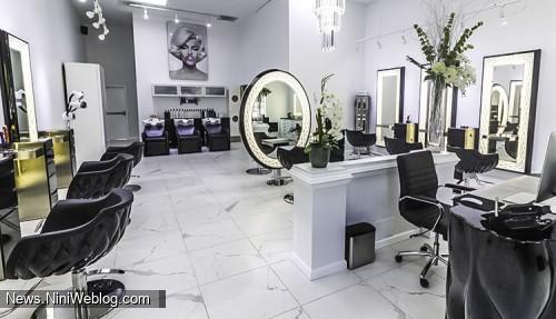 محل نشستن در سالن زیبایی برای انجام آرایش عروس
