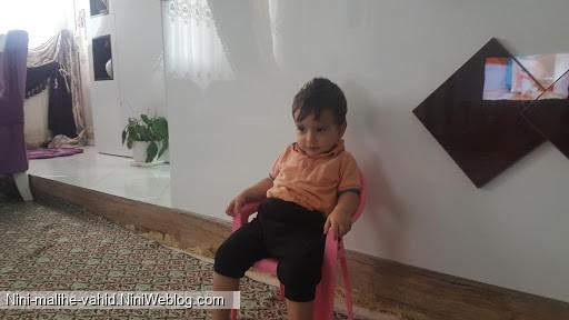 ماهانی عاشق صندلیشه در حال تماشای فیلم