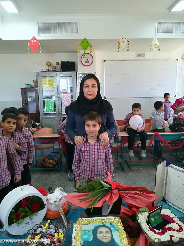 روز معلم پارسا گلی ومعلم مهربونش خانم مریدی
