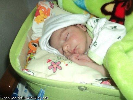 محمد جواد وقتی بدنیا اومد زود خوابش گرفت